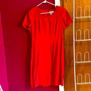 Vtg Ladies red short sleeve dress 70% ray30% pol